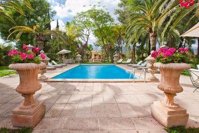 Luxuriose Finca mit grossem Park und wunderschonem Blick auf das Tramuntanagebirge    Mit Vermietungslizenz
