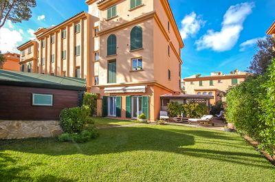 Diese schone Duplex-Wohnung befindet sich in einer sehr beliebten Wohnanlage mit direktem Zugang zum modernen Yachthafen Port Adriano
