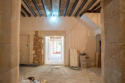 Schones  renoviertes Haus mit groser Terrasse in Sa Pobla  Mallorca zum Verkauf     Das Anwesen wird komplett renoviert  wobei der Charakter des alten Hauses