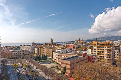 Dieses Penthouse mit herrlichem Blick uber Palma und das Meer liegt an den Avenidas von Palma de Mallorca