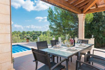 Diese wunderschone Finca mit fantastischem Panoramablick auf die umliegende Landschaft und die Tramuntana-Berge befindet sich in Selva  Mallorca