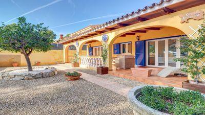 Ob Sie eine Ferienimmobilie oder einen festen Wohnsitz auf Mallorca suchen  diese Villa in Costa de la Calma ist fur Sie in beiden Fallen mehr als geeignet