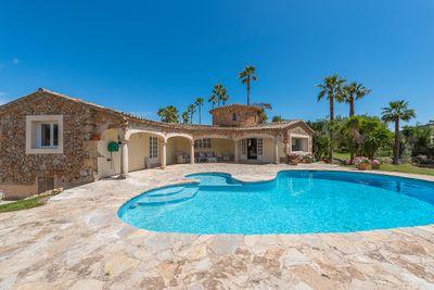 Dieses Objekt ist eine wunderschone Villa mit atemberaubendem Blick auf die Berge in Santa Maria  Mallorca     Die ca
