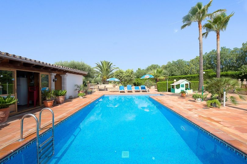 Fantastic rustical country house with cultivation of fruit and olive trees in the outskirts of Palma