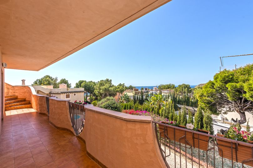 This villa is located in Nova Santa Ponsa and is close to the beautiful Malgrats Islands and the azure Mediterranean Sea