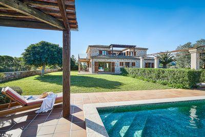 Fantastisches Landhaus mit Meerblick in Puerto Pollensa nahe am Meer gelegen    Dieses Anwesen mit 4 Schlafzimmern auf einem Grundstuck mit knapp 31
