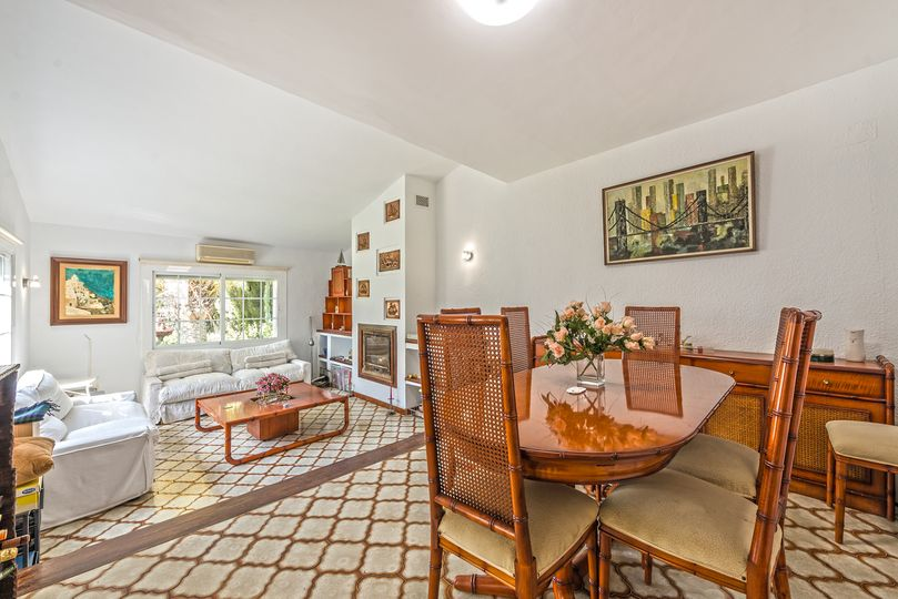 This beautiful terraced house with a lot of renovation potential is located in Santa Ponsa and is situated in a quiet location