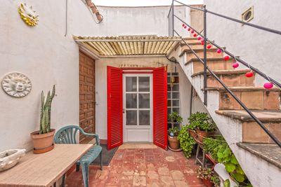 Dieses Anwesen befindet sich in der Altstadt von Palma de Mallorca  direkt an einer der wichtigsten Einkaufsstrasen