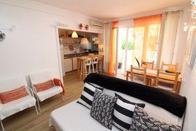 Diese Wohnung liegt fusslaufig zum traumhaften Sandstrand von Canyamel und zu diversen Restaurants und Einkaufsmoglichkeiten