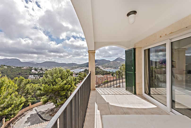 Stunning duplex apartment.   This modern duplex apartment is located close to the exclusive village Puerto Andratx