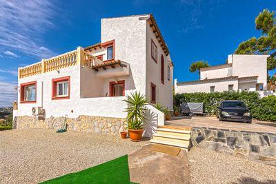 Dieses sonnige  freistehende Einfamilienhaus befindet sich in ruhiger Lage von Costa de la Calma und bietet einen traumhaften Rundum-Landschaftsausblick