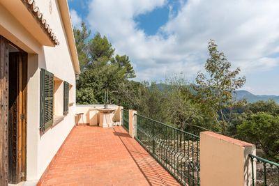 Bei diesem Objekt handelt es sich um ein renovierungsbedurftiges Landhaus auf einem ca  16700 m²  Grundstuck fur Naturliebhaber in Puigpunyent      Die ca