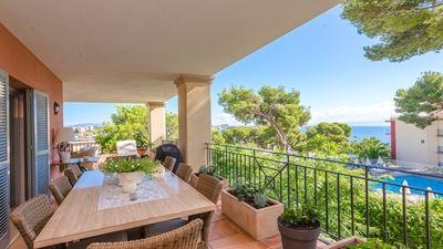 Luxus Wohnung mit Meerblick in exklusiver Wohnanlage in Bendinat   Dieses Apartment verfugt uber ein geraumiges Wohnzimmer  eine voll ausgestattete Kuche mit