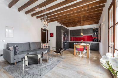 Bei diesem Objekt handelt es sich um eine gepflegte  hochwertige Wohnung in einer bekannten Einkaufsstrase in Palma de Mallorca      Die ca