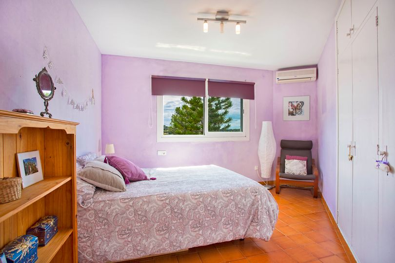 Near the small beach of Santa Ponca you will find this villa with a beautiful garden and partial sea view from the balcony