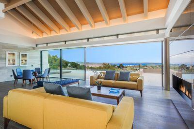 Diese Neubauvilla mit offenem Meerblick befindet sich in Son Vida  Palma de Mallorca