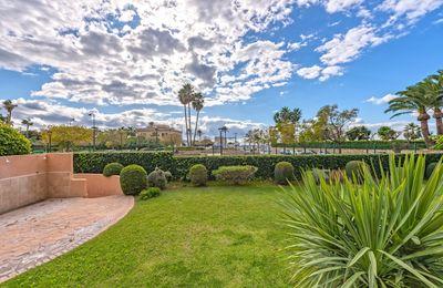 Diese Gartenwohnung mit Meerblick und Gemeinschaftspool liegt in Portixol  Palma de Mallorca
