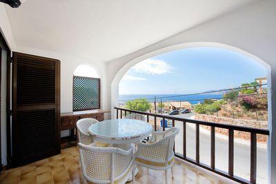 Diese renovierte Wohnung befindet sich in der kleinen Residenz Edificio Formentera in 2  Meereslinie  mit eigenem Eingang