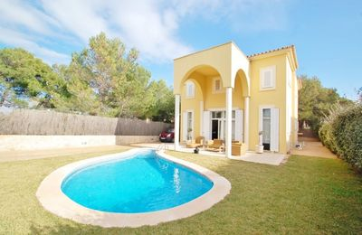 This south facing villa with pool and sunny terrace in El Toro is situated in a quiet and residential street  very close to the wonderful marina Port Adriano