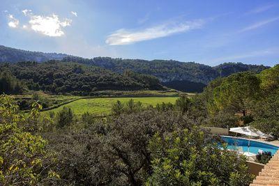 Bei diesem Objekt handelt es sich um eine wunderschone Finca mit herrlichem Blick auf die umliegende Landschaft und das Tramuntana Gebirge in Puigpunyent