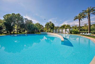 Diese neue Wohnung befindet sich im begehrten Wohngebiet von Golf Bendinat  nur ein paar Strasen entfernt von einem schonen Strand und in einer luxuriosen