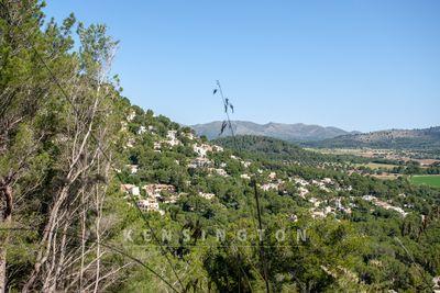 Das circa  875 m² grose Grundstuck befindet sich in Hanglage in einem der attraktivsten Wohngebiete Mallorcas