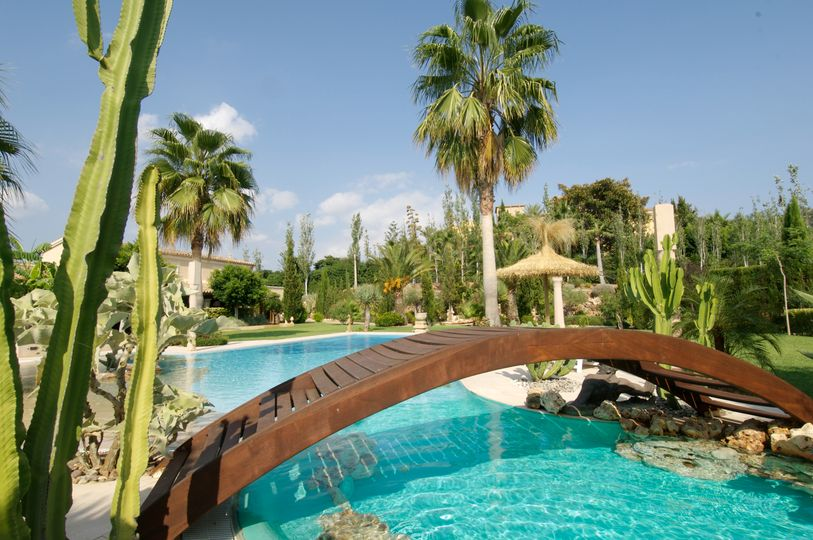 This property was built in 1999 and meets the dream of a relaxing and peaceful residence on the island of Mallorca
