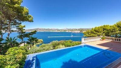 Schone Villa in der 2  Meereslinie in der Bucht von Santa Ponsa  Das Haus liegt in einer sehr ruhigen Strase