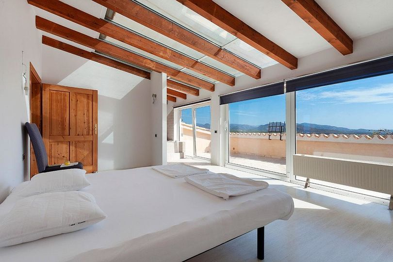 This villa with spectacular sea views in El Toro has 420 m2 of living space and is distributed over two floors