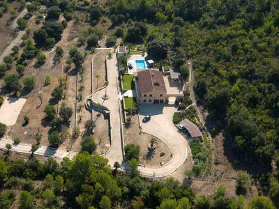 Die Fincas auf Mallorca  die von Star-Architekten in den letzten 2-3 Jahren neu errichtet wurden  weisen zunehmend einen puristischen Baustil auf