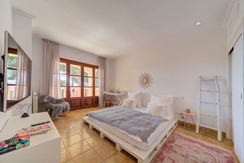 This lovely Mediterranean-style villa is located in one of the most sought-after areas of Portals Nous