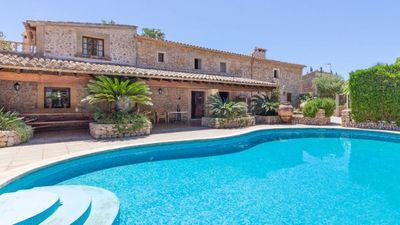 Mallorca Pollensa Immobilien mit Lizenz zur Ferienvermietung  Das Angebot besteht aus 2 Landhausern jeweils mit einem Pool und Sonnenterrassen