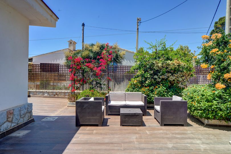 This detached villa is located in Palmanova where all the amenities are within walking distance