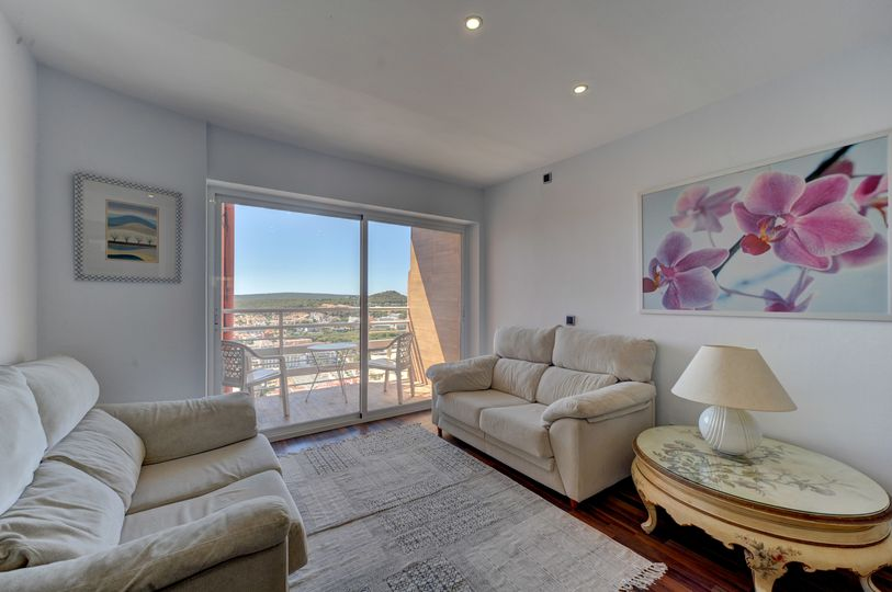 This wonderful luxury apartment is located in Santa Ponsa and offers beautiful sea views