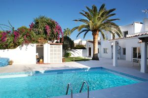 This completely refurbished attached house is located in a community in Ibiza-style in Sol de Mallorca