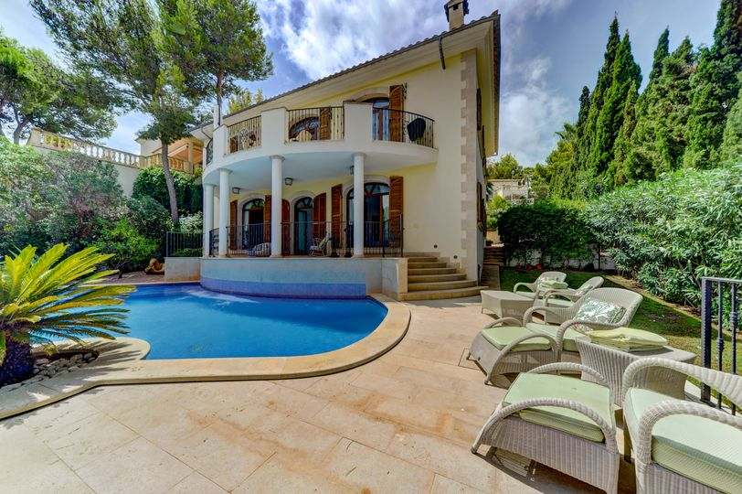 This magnificent family villa is located in a beautiful Santa Ponca just a few minutes away from the beach and other small coves and yet a very quiet