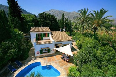 Beautiful traditional country house with pool and lavish garden     Price reduced from 1 350 000 € to 1 175