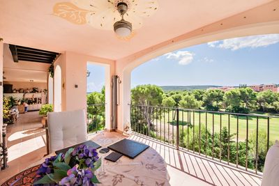 The location of this penthouse is just perfect  right on first line to the golf course of Nova Santa Ponsa  in the popular community Belavent  set deep in a