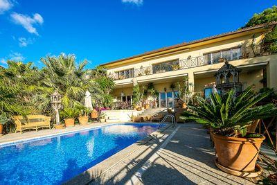 Diese wunderschone mediterrane Villa liegt in einer der begehrtesten Wohngegenden im Sudwesten Mallorcas  in Bendinat  genau gesagt  Anchorage Hill