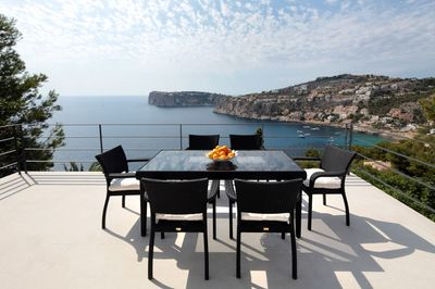 This beautiful light flooded sea view villa is located in Cala Llamp  by the famous harbor of Port Andratx and has been completely refurbished just a short
