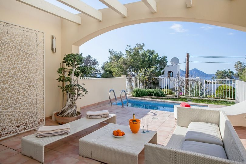 This beautiful corner- townhouse is situated on an easy to maintain plot of 500sqm, in La Mola Village, one of the most exclusive residential areas of