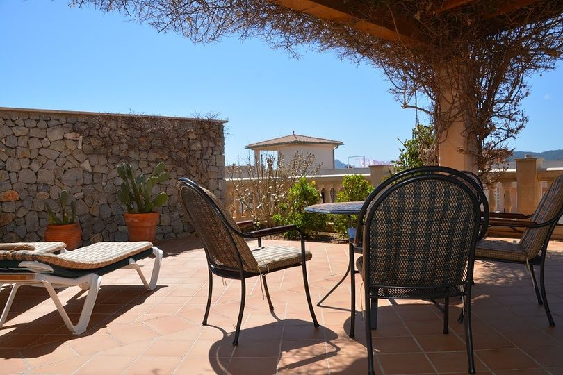 To live like in a paradise or to live like a king, also enjoying fantastic ocean views, all these living quality aspects offer these wonderful villa