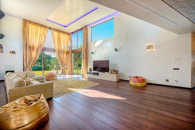 Diese ausergewohnliche Villa befindet sich direkt neben dem Golfplatz von Santa Ponsa