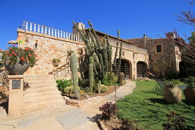 Das charmante Anwesen befindet sich am Rande des Dorfes Santa Maria del Camí und ist ca  15 min von Palma entfernt