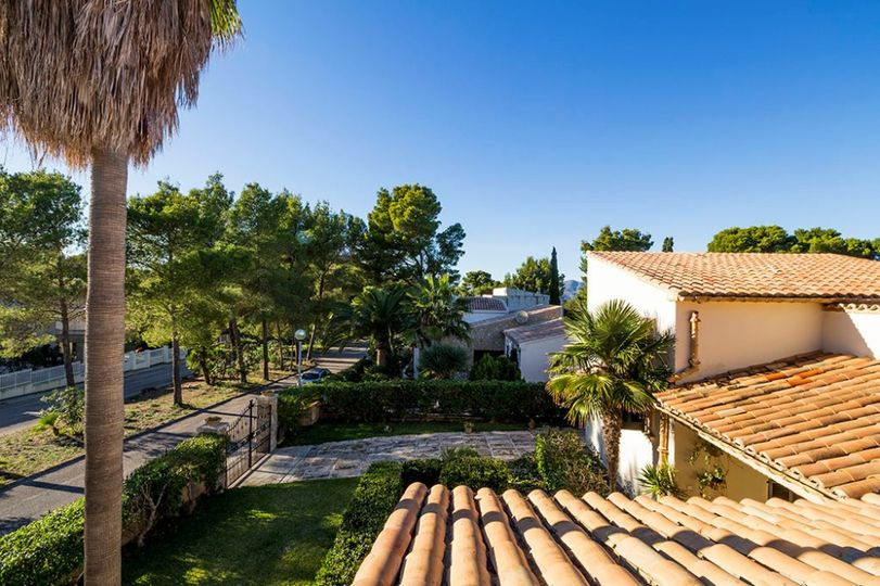 PRICE REDUCED FROM 490,000€ TO 475,000€   Beautiful villa with garden and terrace in Bon Aire, Alcudia
