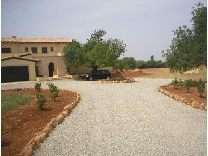 This beautiful newly built villa with south orientation was completed in 2007 with top quality materials and amenities and is located in a rural area near
