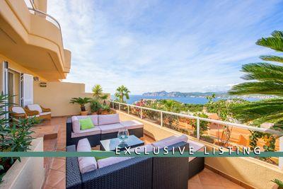 Dieses exklusive Duplexpenthouse mit wunderbarem Meerblick befindet sich in der schonen Anlage Palvil in Santa Ponsa