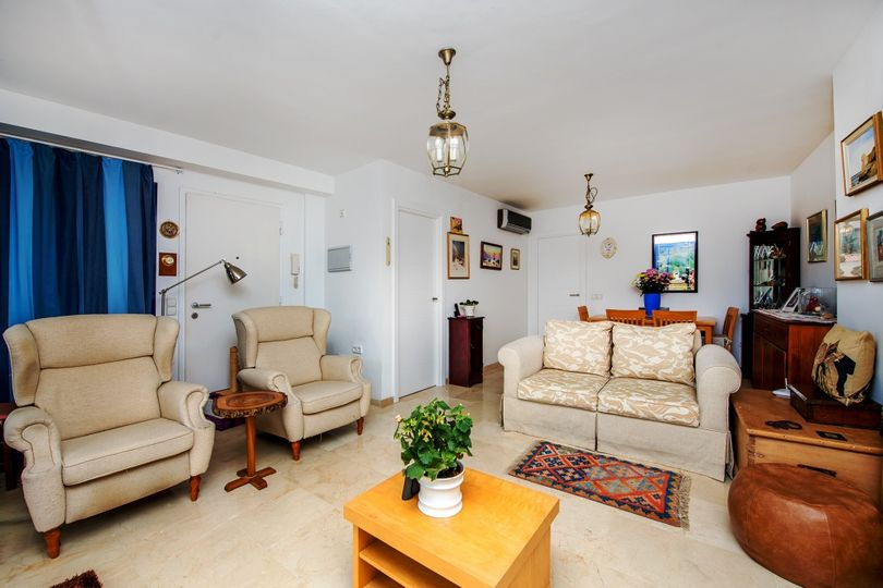 This fine penthouse is situated in a well-kept residential community in the village of Andratx at walking distance to the centre, medical clinic and schools