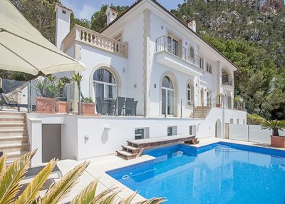 This beautiful luxury sea view villa in Cala Llamp offers stunning views to the bay and the surrounding area  as well as high-quality equipment