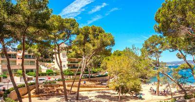 Groszugige  helle und moderne Wohnung mit eigenem Garten und grosen Terrassen  am kleinen Strand von Santa Ponsa